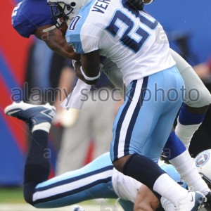 tennessee-titans-cornerback-alterraun-verner-20-up-ends-new-york-giants-DJMP6H
